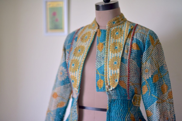 落ち着いた色で手作りのヴィンテージファブリックレディースジャケット